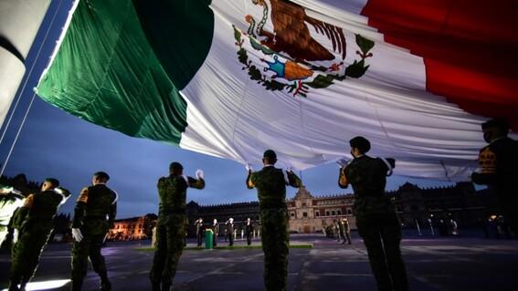 izamiento bandera mexico 19s