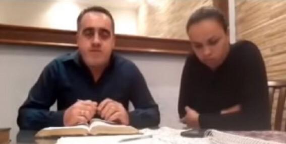 pastor golpea a su esposa