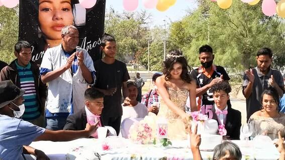 quinceanera regala banquete personas situacion de calle