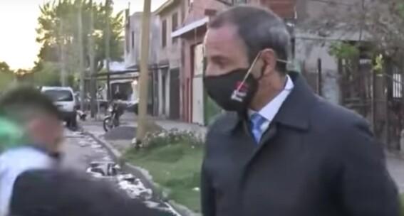 roban celular a reportero antes de su transmision y queda grabado