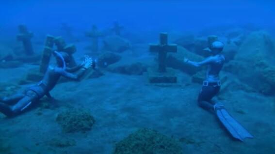buzos exploran cementerio submarino en el oceano atlantico