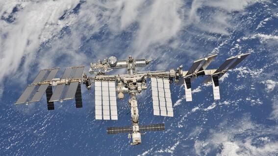 humanos han habitado la estacion espacial internacional por 20 anos