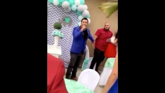 video hombre expone infidelidad de esposa durante fiesta