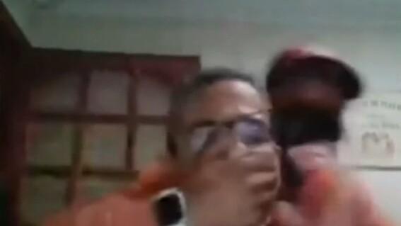 profesor sufre robo durante clase en linea
