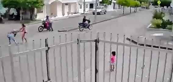 por defender su celular de un robo mujer se olvida de su hija
