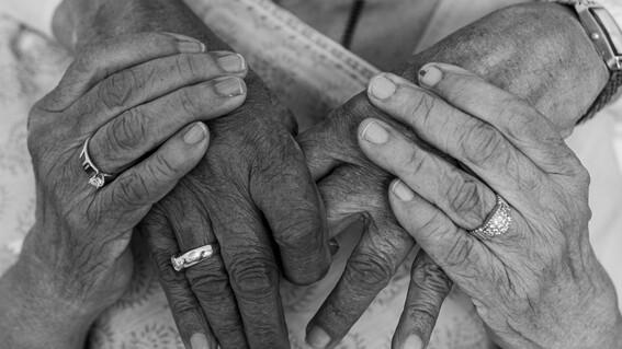 abuelos mueren por covid italia