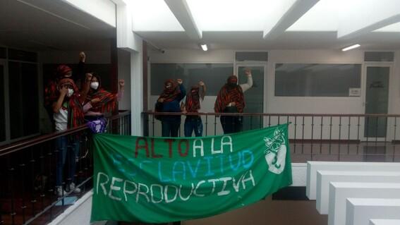 mujeres toman congreso de puebla y radio buap exigir despenalizacion aborto