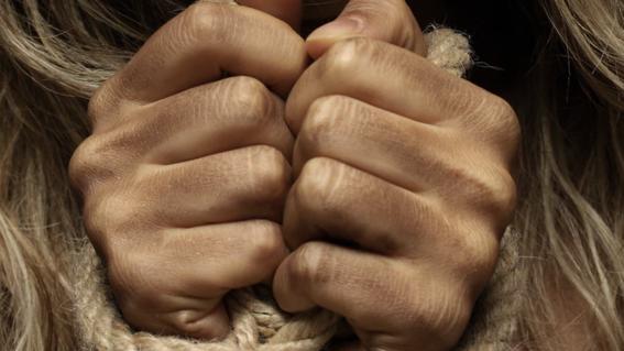un hombre viola a su hija y finge su secuestro
