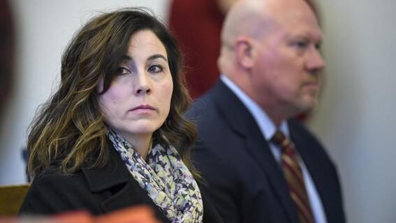 Maestra reconoce haber tenido relaciones sin consentimiento con alumno menor de edad