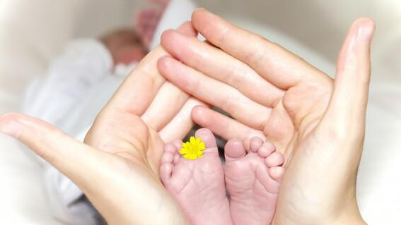 bebe nace de embrion que fue congelado hace 28 anos