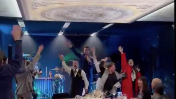 video critican a salinas pliego por fiesta sin medidas sanitarias