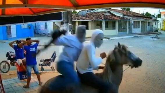 ladrones ninja caballo
