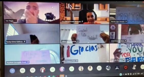 maestro y alumnos lloran clase virtual