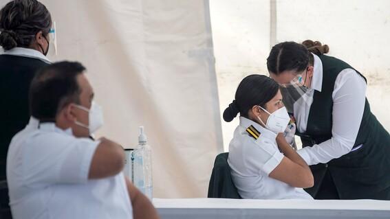 23 trabajadores del imss presentaron efectos secundarios luego de vacuna por covid19