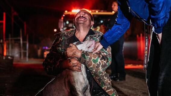 hombre sordomudo perdio todo en un incendio pero el solo estaba interesado en su perro