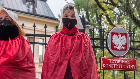 polonia promulga prohibicion aborto