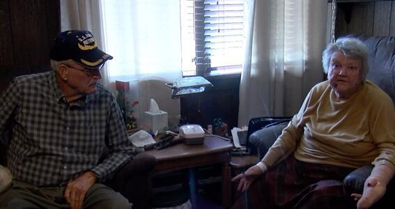 hombre de 82 anos quita la vida a golpes a intruso que entro a su casa y ataco a su esposa