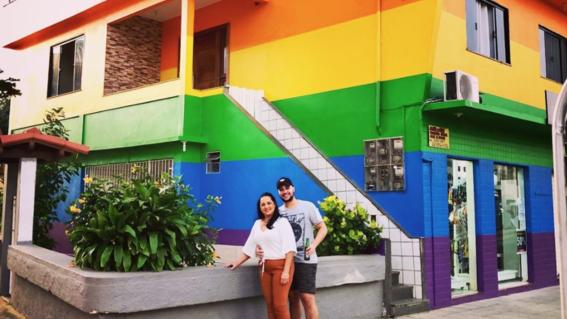 madre pinta su casa con colores bandera lgbt brasil