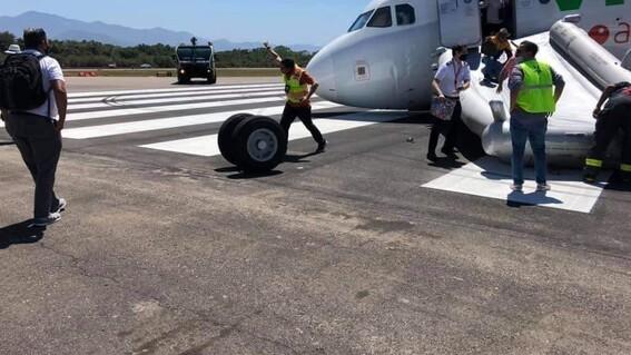 colapsa tren aterrizaje avion viva aerobus aeropuerto de puerto vallarta