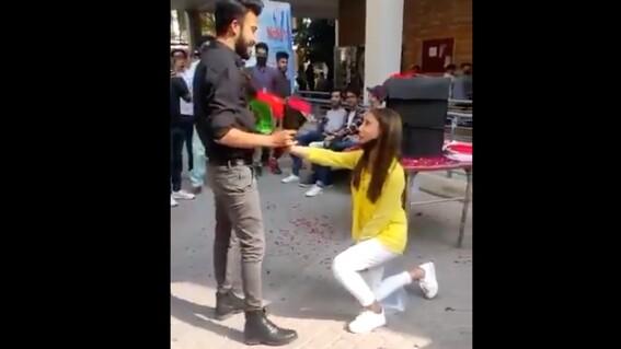 video alumna le pide matrimonio a su novio y son expulsados de la universidad
