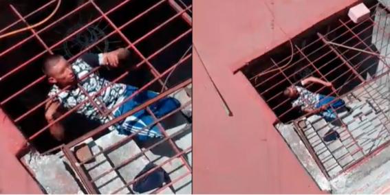 video ladron queda atorado en asalto casa en morelia