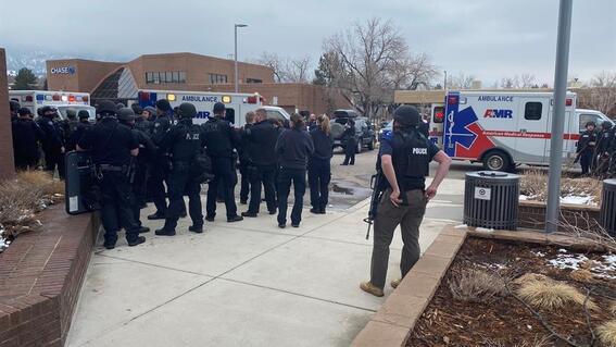video hay un policia entre 'multiples victimas mortales' tiroteo colorado