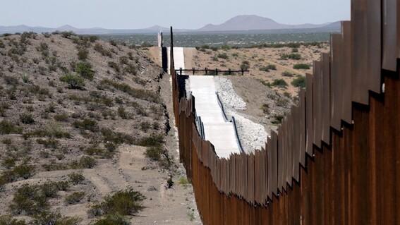 rescatan a hermanos de 5 y 6 anos solos en la frontera entre mexico con eua