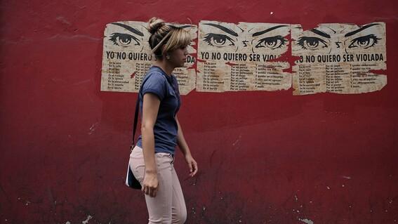 jueces argentinos llaman 'sicarios' a medicos por el aborto de una menor abusada