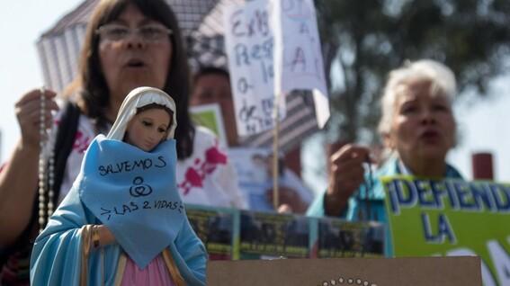 grupo provida quiere que se encarcele a estudiante por promover el aborto en puebla