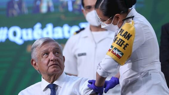 amlo recibe su vacuna contra covid19 con la dosis de astrazeneca