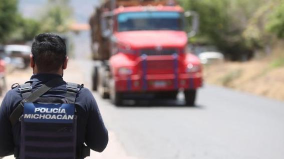 ataque con drones explosivos deja dos policias heridos en aguililla