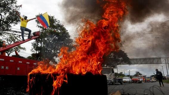 la policia colombiana enfrenta multiples denuncias por brutalidad y arbitrariedad incluso segun consta en videos de redes han disparado a quem