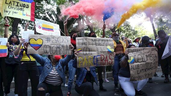 colombianos marchan en mexico para exigir alto a la represion en su pais