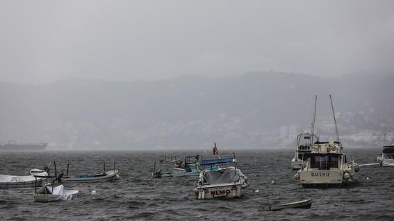 huracan enrique se intensifica alcanza categoria 1 en costas mexicanas