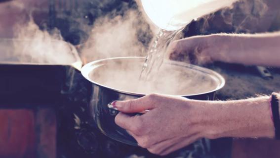 mujer mata esposo con agua hirviendo porque abusaba de sus hijos