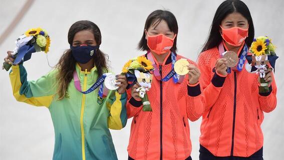 ninas de 13 anos son campeonas olimpicas en el skate de tokio