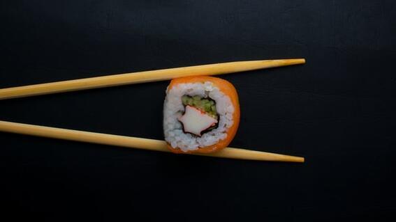 mesera sushi propina