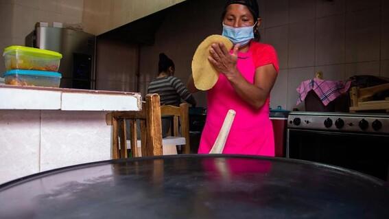 mujeres indigenas huyen del machismo y abren su propio restaurante para sobrevivir