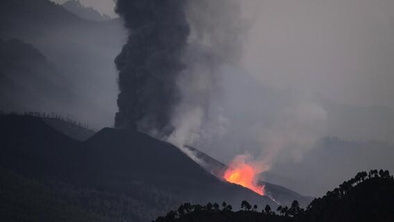 lava del volcan llega al mar